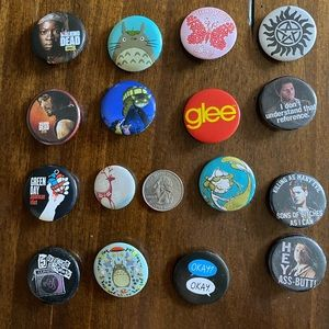 Hot Topic Buttons